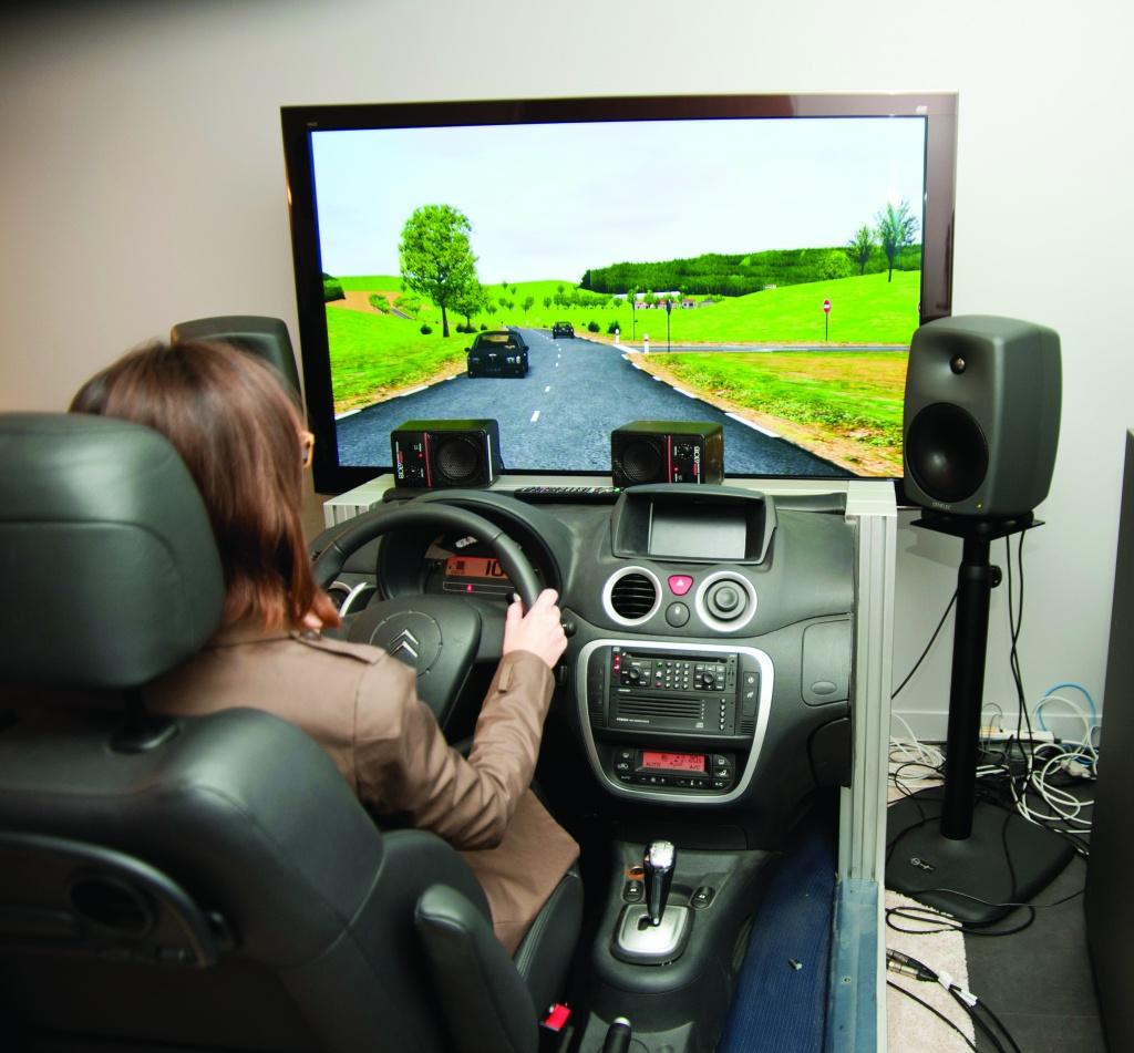 Un simulateur de conduite au StelLab de Vélizy-Villacoublay, chez PSA