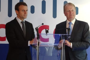 John-Chambers-Emmanuel-Macron-Cisco-article
