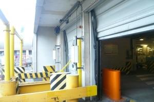 Lecteur tags RFID à l'entrée de la zone de traitement des bagages