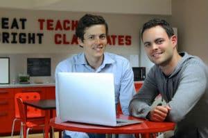 Les cofondateurs d'OpenClassrooms, Pierre Dubuc (à gauche) et Mathieu Nebra). © OpenClassrooms