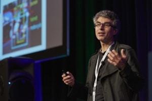 Diplômé de l'université McGill passé par les Bell Labs, Yoshua Bengio dirige le Mila, un laboratoire d'environ 100 personnes. Il a cosigné des articles avec Geoffrey Hinton, l'un des papes de l'IA, et a fortement contribué à la création de l'institut Ivado à Montréal. Il s'implique également dans le développement de l'entrepreneuriat lié à l'IA.
