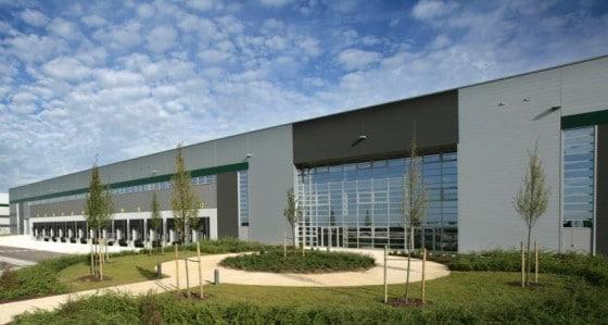 Avec son entrepôt satellite de Moissy-Cramayel, en Seine-et-Marne (30 000 mètres carrés et 200 salariés à terme) inauguré le 9 mars 2017, Zalando France vise la livraison le jour même, notamment en région parisienne.