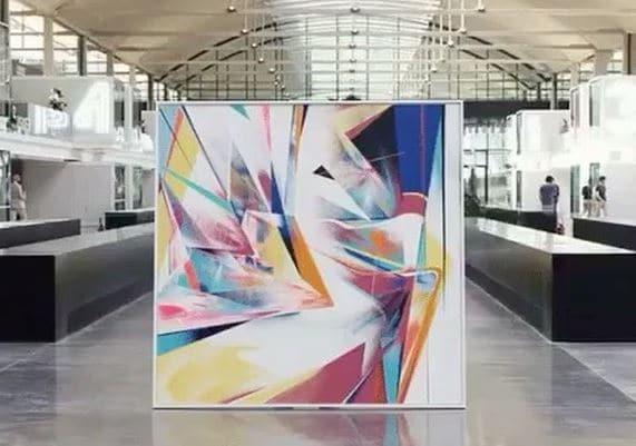 Station F accueille une exposition d'œuvres d'artistes urbains, dont ici l'artiste Théo Lopez. Intitulé « Art Station »,