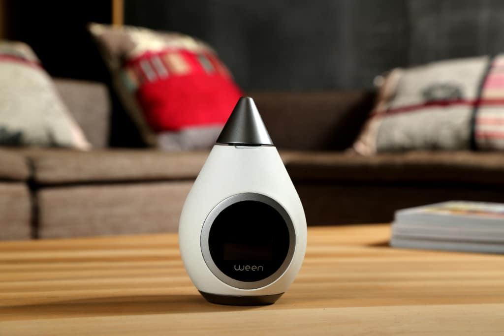 Le thermostat Ween localise en temps réel son utilisateur grâce à son smartphone, ce qui lui permet d'ajuster le chauffage à son arrivée.Le thermostat Ween localise en temps réel son utilisateur grâce à son smartphone, ce qui lui permet d'ajuster le chauffage à son arrivée.