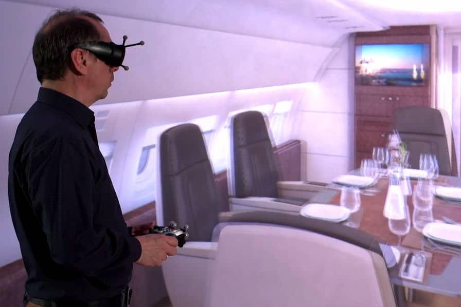 Grâce à la réalité virtuelle, Airbus peut faire visiter des cabines avant leur conception. ©DR