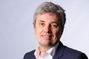Gilles Vermot Desroches est directeur du développement durable et directeur général de la Fondation de Schneider Electric