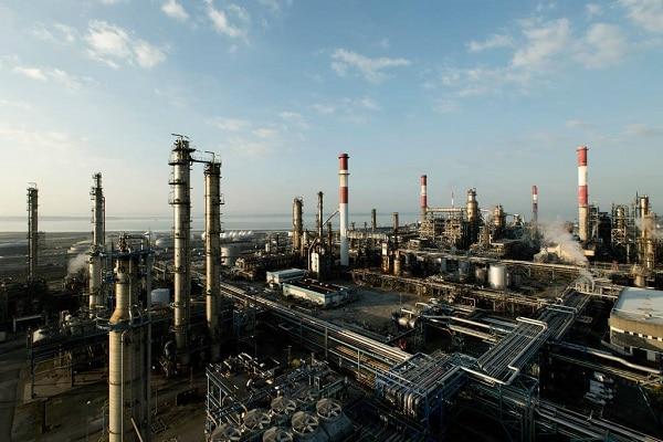 Total a affrété en 2017 plus de 133 millions de tonnes de pétrole brut et de produits raffinés. Ici la raffinerie de Donges en Loire-Atlantique. ©Total