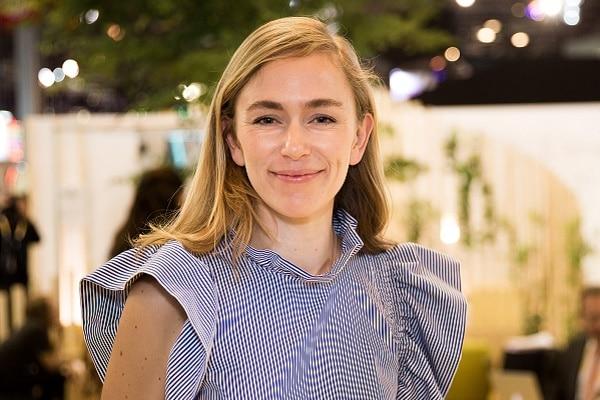 Julie Villet, directrice d'UR Lab et RSE chez Unibail-Rodamco-Westfield, dirige une équipe d'une dizaine de personnes dédiées aux enjeux de transformation du groupe. Elle est directement rattachée au CEO d'URW, Christophe Cuvillier.
