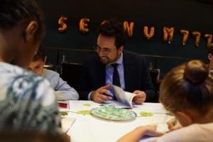 Mounir Mahjoubi et l'ISSA diffusent la culture de la sécurité numérique dès le plus jeune âge