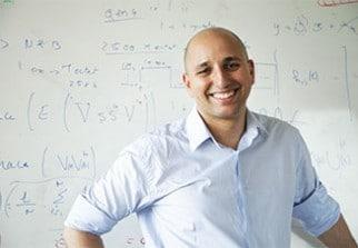 L'algérien Mérouane Debbah dirige le centre de R&D grenoblois de Huawei France. Ce chercheur fait partie des références internationales dans les domaines mathématiques et algorithmiques, dédiés aux technologies mobiles 4G et 5G.