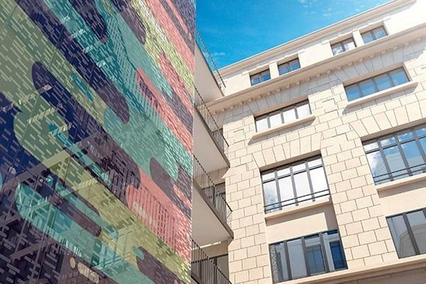 Les start-up sont hébergées dans un lieu alliant espaces de travail et de convivialité (équipés avec du mobilier AM-PM et la Redoute Intérieurs) situé à Paris.