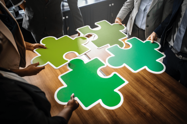Agorize répond au besoin de transformation et d'agilité des grands groupes qui, pour s'adapter à l'accélération des cycles d'innovation, doivent faire évoluer leur culture, identifier des talents et des partenaires innovants.