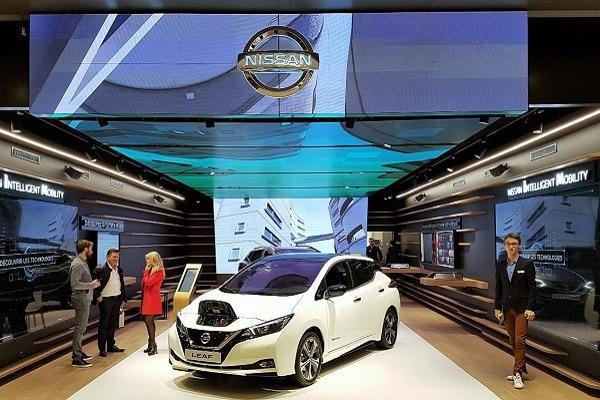 Le « Nissan City Hub », implanté sur 200 mètres carrés à Vélizy 2 (source : Vélizy Info), préfigure un nouveau mode de distribution des véhicules (DR).