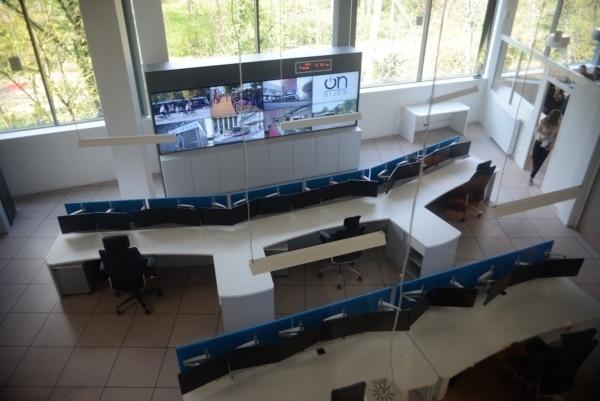 Le poste de pilotage du projet OnDijon rassemble vidéo-surveillance, police municipale, services de la voirie, PC Sécurité et PC Circulation dans un lieu unique.* date à laquelle le mandat de Jean-Louis Chaussade prendra fin.