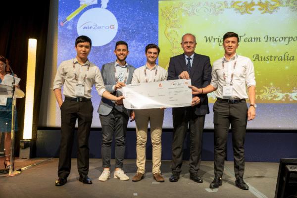 Equipe lauréate du Prix International en 2018 : Wright Technologies, de jeunes Australiens qui ont développé un système d'identification et d'enregistrement sécurisé pour les opérateurs de drones, grâce à un brevet du CNES basé sur les données de Galileo. Grâce à ActInSpace, ils ont pu créer leur start-up /  © Aerospace Valley