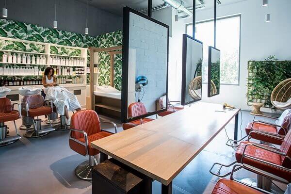 La start-up MadameMonsieur et son concept décoiffant « boutique-café-coiffeur-barbier », s'installera bientôt au cœur de Paris