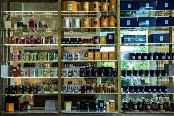 La bibliothèque à parfums.