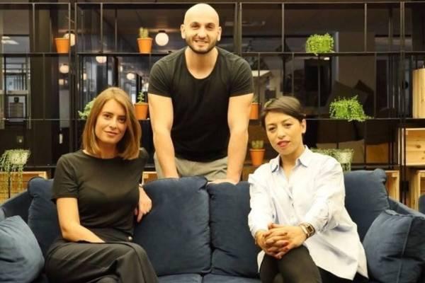 Les 3 co-fondateurs de Bliink : Siham Fadili CEO à droite, Julia Muller, Head of Sales à Gauche et Samuel Kerboeuf, CTO, au milieu.
