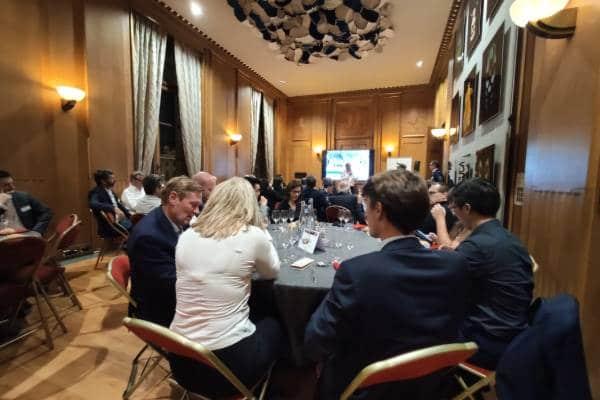Les participants au cercle des partenaires du numérique du 9 octobre dernier ont assisté à une table ronde puis ont partagé à leurs tables sur leurs propres expériences de synergies entre entreprises et acteurs de l'enseignement.