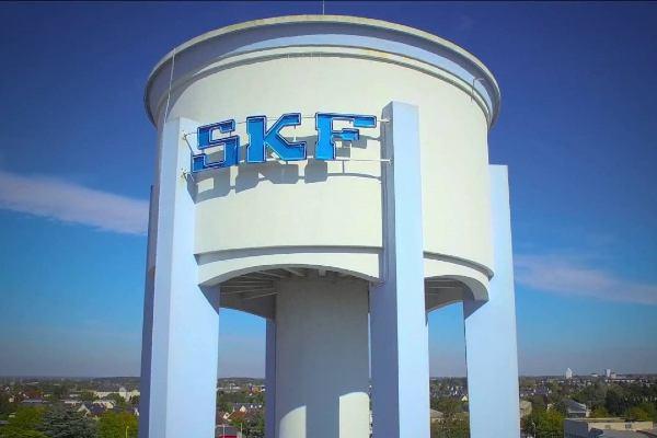 SKF France inaugure un centre de service pour couronnes d'orientation à Saint-Cyr-sur-Loire.