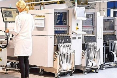 LACROIX Group conçoit et produit les équipements électroniques de ses clients, notamment dans les filières automobiles, domotiques, aéronautiques, de l'industrie ou de la santé à travers son activité LACROIX Electronics.