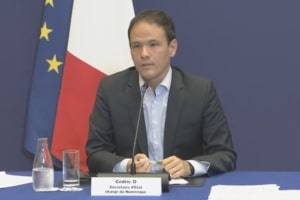 Cédric O, secrétaire d'État chargé du Numérique, lors de la conférence de presse sur l'application StopCovid du mardi 23 juin 2020.