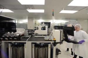 Le laboratoire de biotechnologies Moderna a développé la plateforme Drug Design Studio qui se sert de l'intelligence artificielle pour automatiser les étapes de production d'un vaccin / Source Youtube