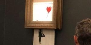 En octobre 2018, l'artiste Banksy a voulu mettre en lumière cette dualité entre création et destruction en installant une déchiqueteuse dans un de ses tableaux pour qu'il s'autodétruise lors de sa mise aux enchères. L'oeuvre présentée chez Sotheby's a été vendue pour plus d'un million d'euros.