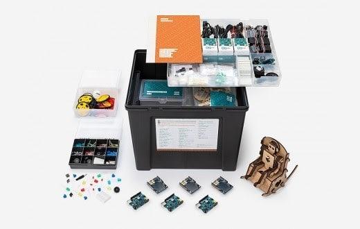 """Arduino propose un cursus d'informatique physique pour les classes primaires et secondaires intitulé """"Creative Technologies in the Classroom"""" (CTC). Une manière ludique d'initier des élèves aux bases de la programmation, de l'électronique et de la mécanique. Intel a d'ailleurs contribué à l'amélioration du CTC (cf. Genuino 101) et souhaite le déployer dans les écoles du monde entier."""