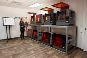 Une ferme à imprimantes conçue par Formlabs.