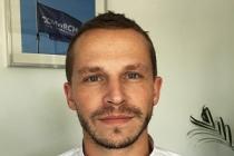 Julien-Damide, Relation client