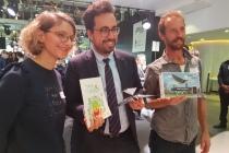 C'est sur le thème des oiseaux que Mounir Mahjoubi, secrétaire d'Etat en charge du numérique, a commencé sa visite du Noël de la French Tech.
