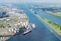 Le port de Rotterdam, le plus grand d'Europe, prend en charge 140 000 navires chaque année. ©DR