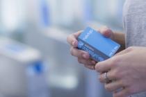 Dès le printemps 2019, le passe Navigo Easy sera lancé. Il s'agit d'un passe sans contact (à 2 euros) qui permettra de charger simultanément plusieurs titres de transport (jusqu'à 3 carnets de tickets t+, des tickets pour l'aéroport, etc.).
