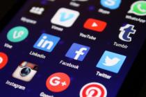 """""""Il est difficile d'évaluer avec précision l'impact de la consolidation de l'économie de l'Internet. Si certains aspects négatifs sont à craindre comme la limitation du choix des utilisateurs, leur expérience en ligne est également devenue plus homogène et donc facilitée..."""" affirme Constance Bommelaer de Leusse, Directrice Politiques Publiques d'Internet Society."""