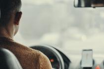 Le service est accessible 100% en ligne, depuis un mobile, sur Legalstart.fr. Les chauffeurs VTC se connectent à la plateforme et peuvent visualiser leurs démarches, leur documents juridiques et suivre leur trésorerie en temps réel.