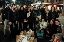 L'équipe Too Good To Go et ses bénévoles lors d'une maraude hebdomadaire à Paris