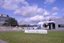 Fin 2021, une première unité de fabrication régulière de batteries lithium-ion devrait voir le jour fin 2021 sur l'un des sites du Groupe PSA à Douvrin (Pas-de-Calais) avec 2000 emplois à clé à l'horizon 2029