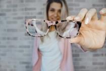 Malheureusement, les systèmes de télémédecine actuels ne sont pas entièrement adaptés au secteur de la vue, ni aux problématiques dépendant des urgences ophtalmologiques. » explique le Dr.Gardea, fondateur d'Eyeneed.