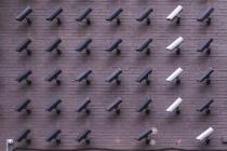 Pour faire face au covid-19, la RATP a annoncé utiliser ses caméras de surveillance à la station Châtelet-Les Halles afin de détecter si ses usagers portent bien des masques.