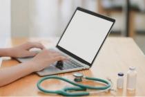 La France compte plus de 100 000 infirmiers avec un statut libéral ou mixte, profession essentielle dans l'accès aux soins des patients.
