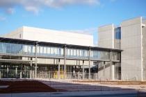 L'université Paris-Saclay compte 48 000 étudiants, 8 100 enseignants-chercheurs et 8 500 personnels techniques et administratifs.