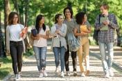 Neuf écoles parisiennes mobilisées pour digitaliser les petits commerces