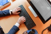 Le gouvernement renforce sa lutte contre l'exclusion numérique